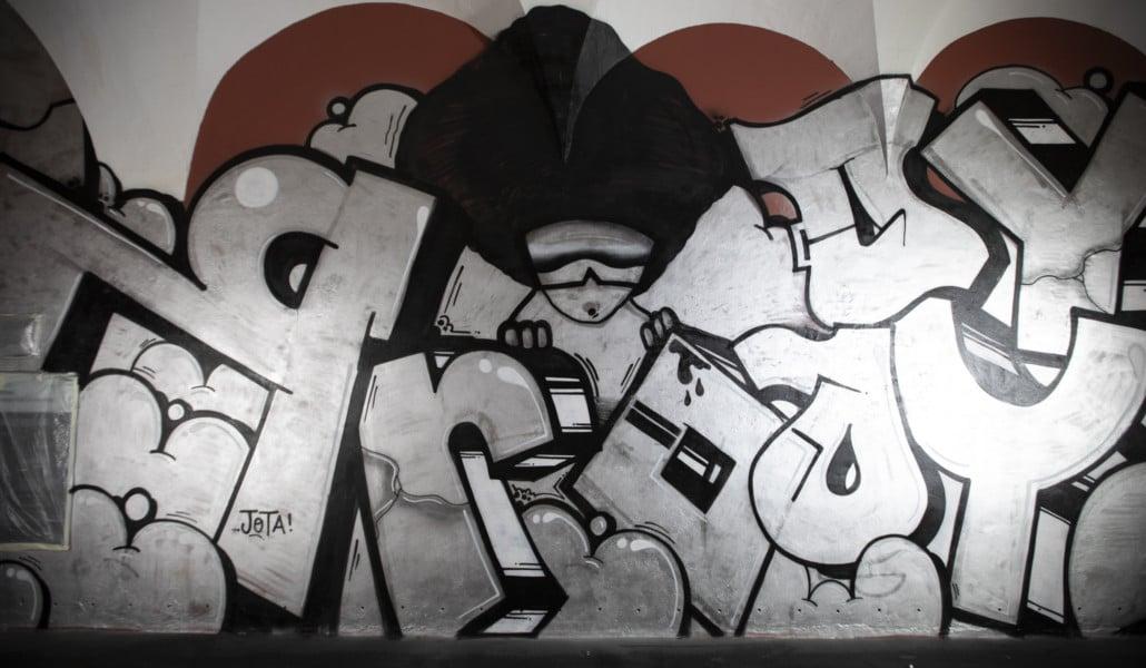 ¿Por qué el Centre del Carme se ha llenado de grafitis?
