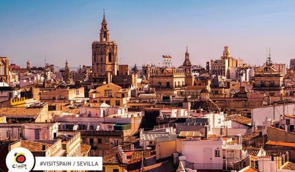 España promociona Sevilla con una foto de Valencia