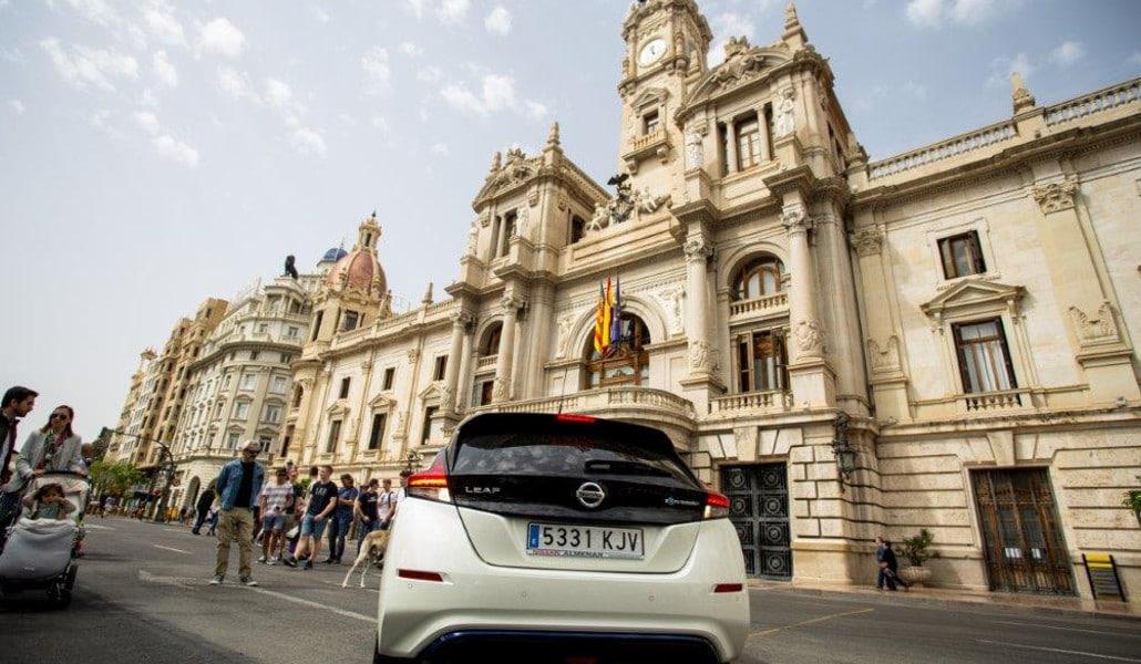 Electric Movements: coches y movilidad eléctrica en la Plaza del Ayuntamiento
