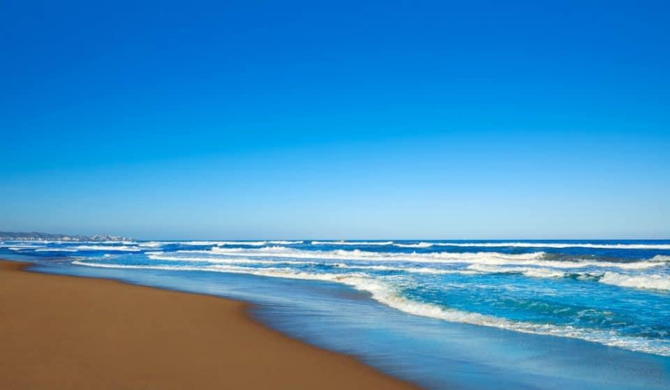 5 playas para estar solo en Valencia