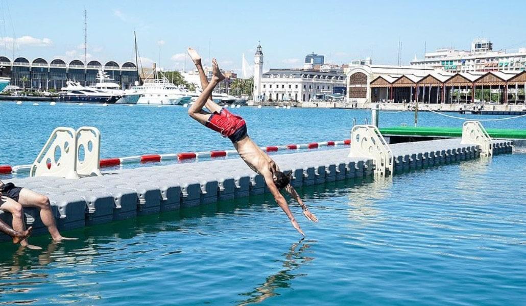 La Marina de Valencia estrena una nueva zona de baño gratuita