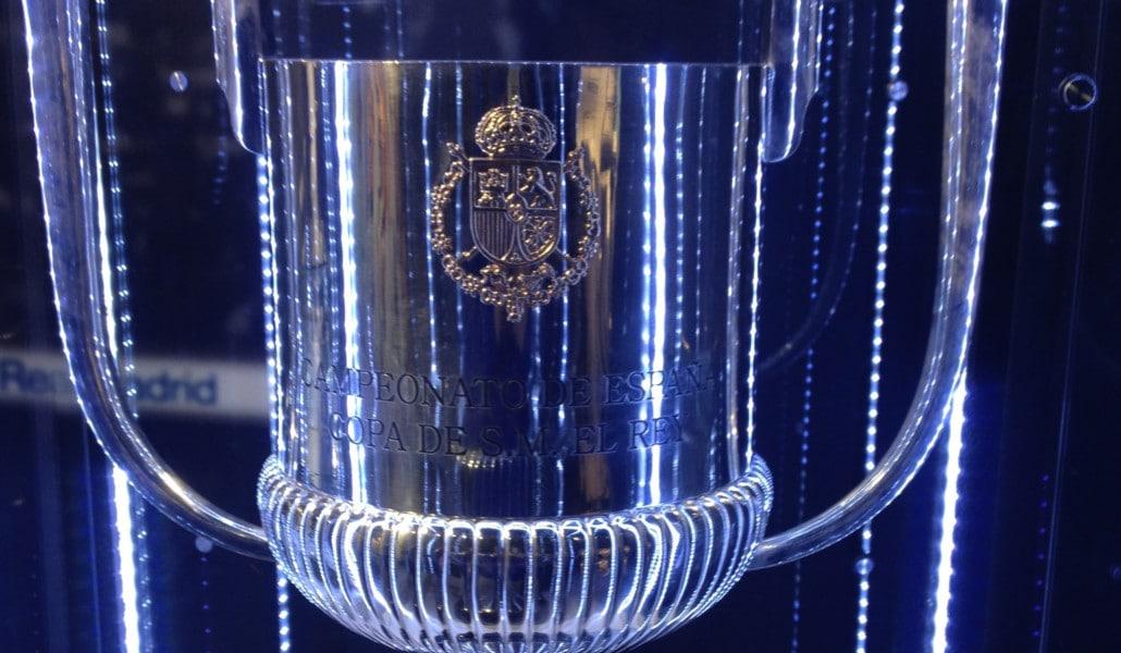 El Valencia C.F. expone la Copa del Rey para los aficionados