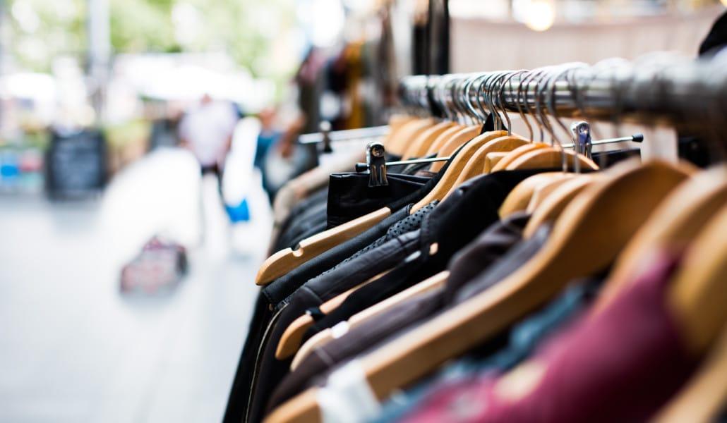 Esta tienda de Valencia vende toda su ropa a 1 euro