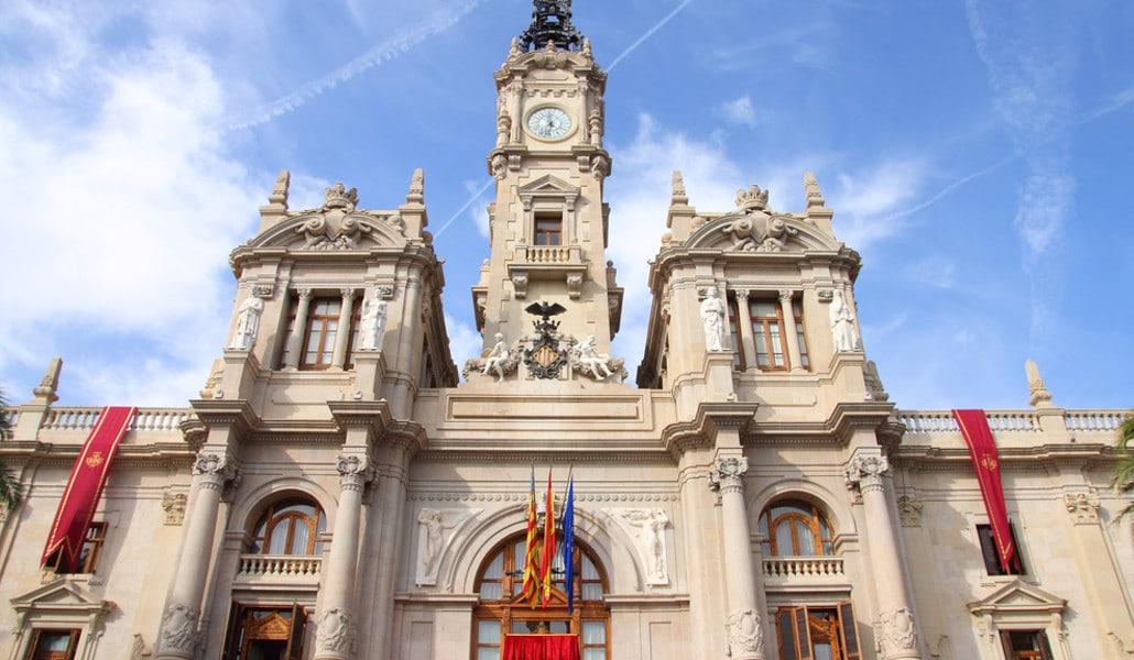 El balcón del ayuntamiento es la nueva gran atracción turística de Valencia