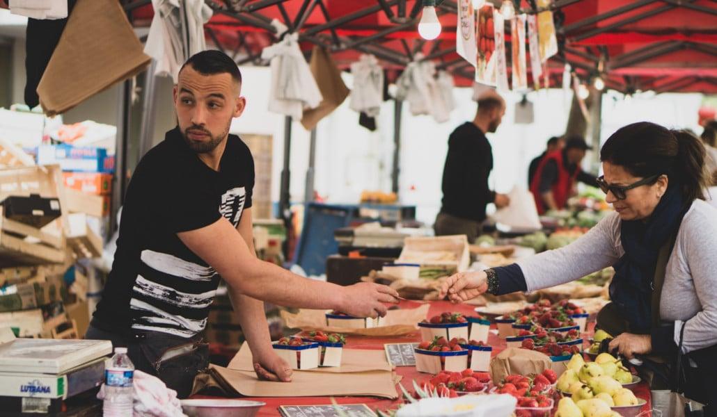 Un mercado extraordinario: 360 puestos llenan este domingo la Plaza del Ayuntamiento