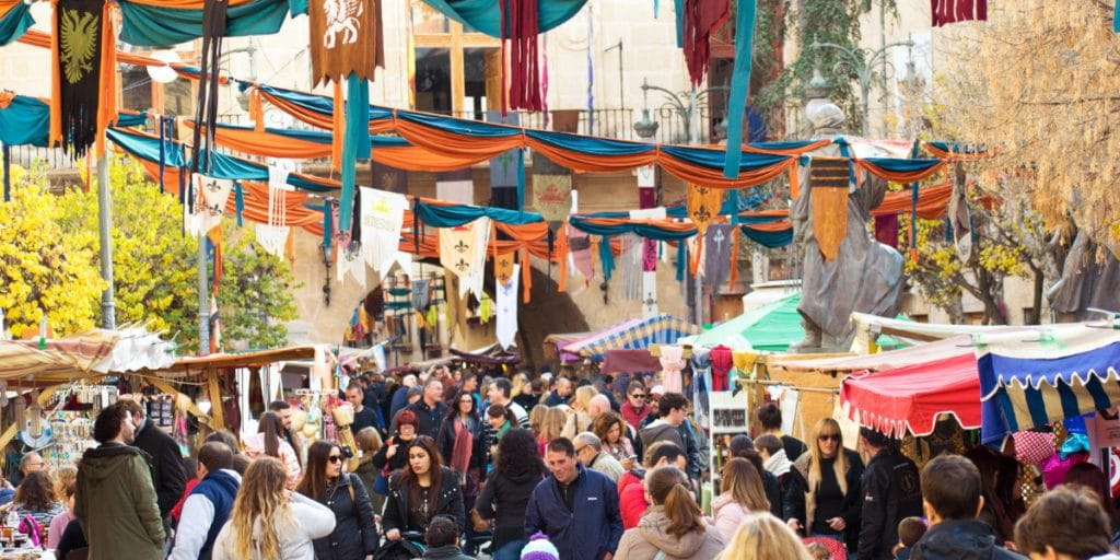 Vuelve el mercado medieval del 9 d'Octubre