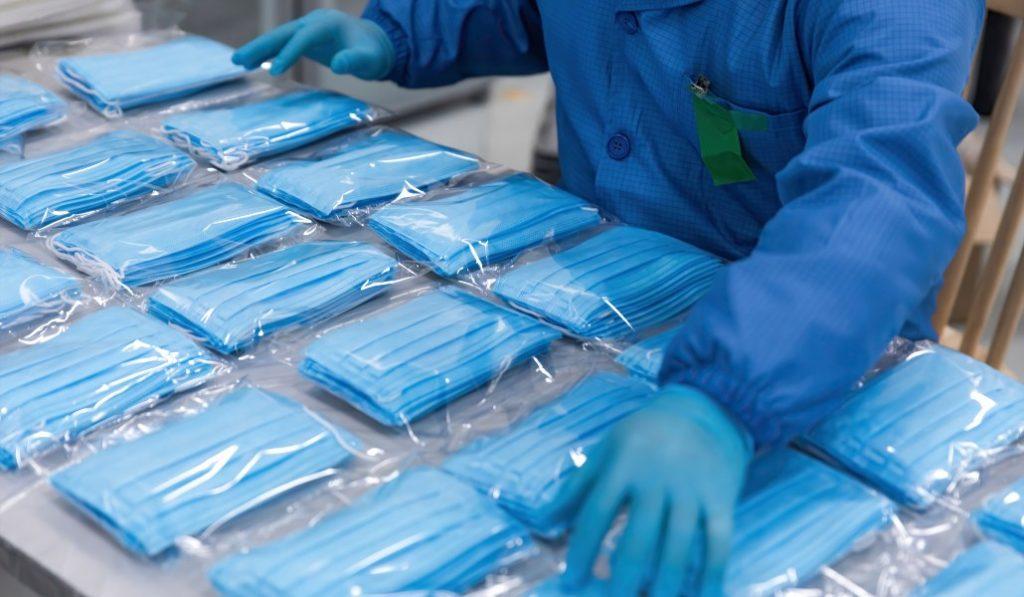 Cinco empresas de Valencia fabricarán 6 millones de mascarillas para la Generalitat