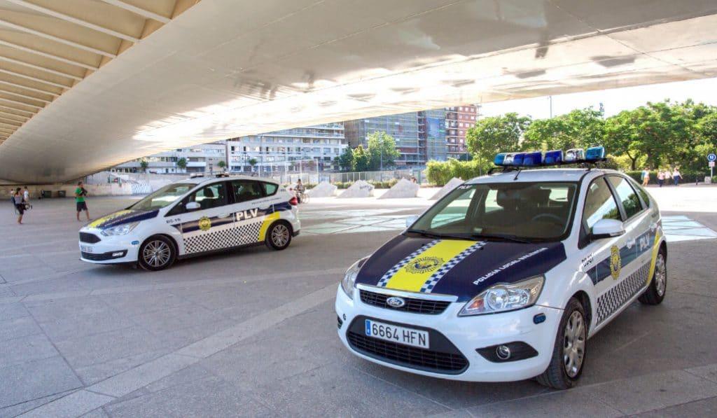 La Policia local de Valencia pide la documentación para salir a la calle