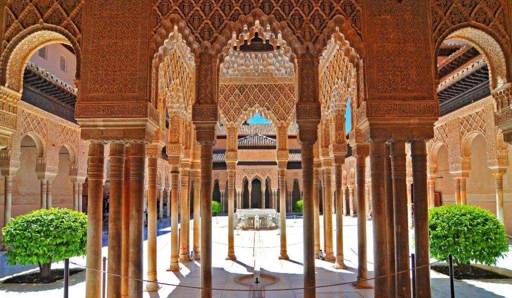 Descubre gratis el embrujo de la Alhambra con este tour virtual