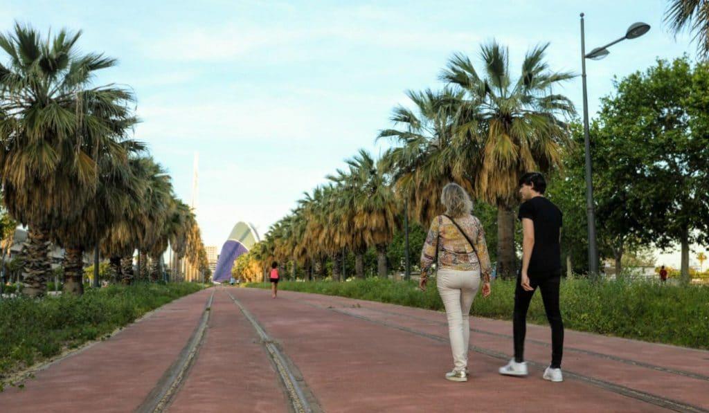 La futura línea 10 de Metrovalencia se convierte en una nueva zona de paseo