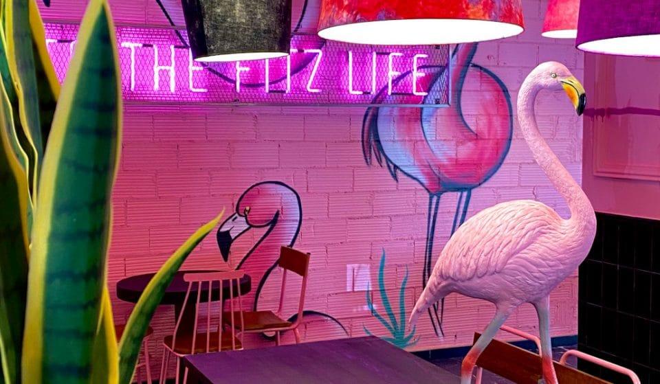 Así es la primera hamburguesería rosa de Valencia