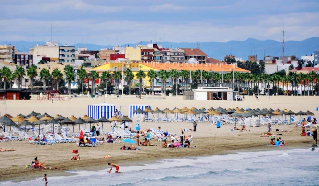 La Generalitat contratará a 1.000 jóvenes para informar en las playas de la Comunitat Valenciana