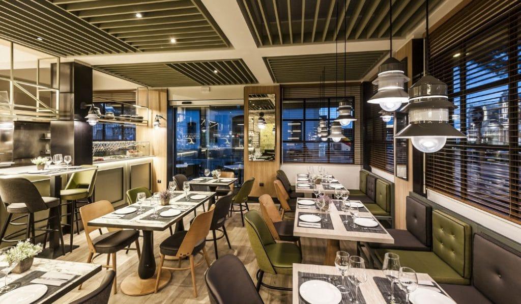 Quiosco Aduana: el mar hecho restaurante en la Marina de Valencia