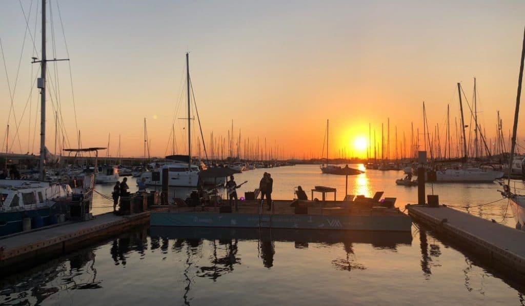 Festival Atardeceres: música en directo y menú degustación con el Mediterráneo de fondo