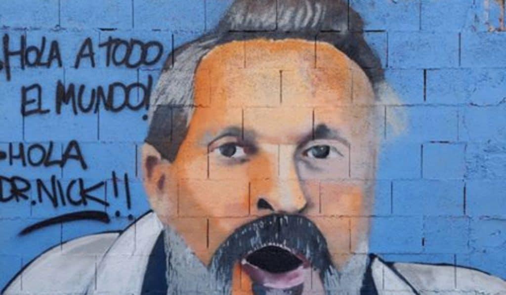 Aparece un grafiti con la cara de Miguel Bosé en el barrio del Carmen