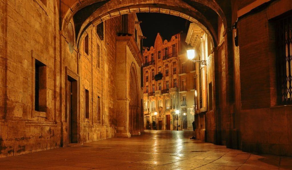 Toque de queda en la Comunidad Valenciana, ¿cómo te afectaría?