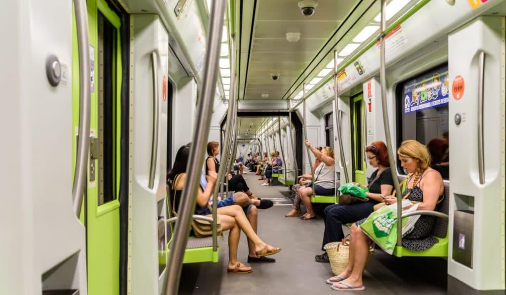 No hablar en el transporte público reduce el riesgo de contagio