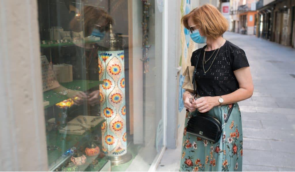 El pequeño comercio valenciano adelanta el Black Friday por necesidad económica