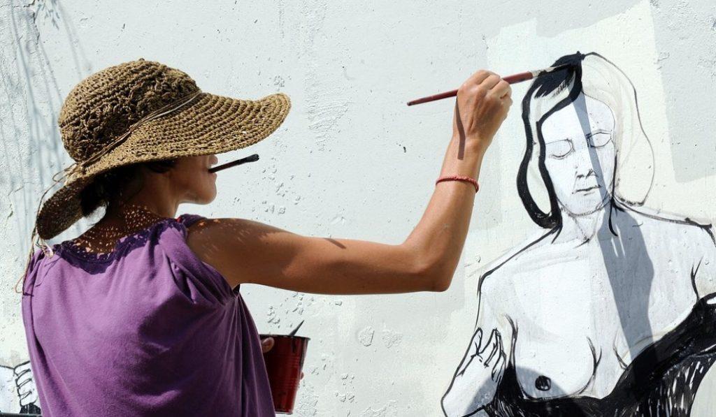 Fallece Hyuro, la artista urbana que hizo más bonita a Valencia