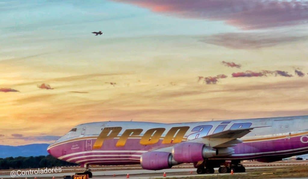 Esta es la historia del Pronair, el avión abandonado del aeropuerto de Valencia