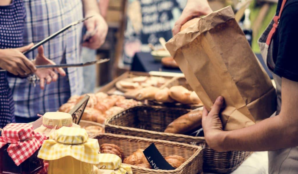 BajaBajo: tres jóvenes valencianos crean una app para ayudar al comercio local
