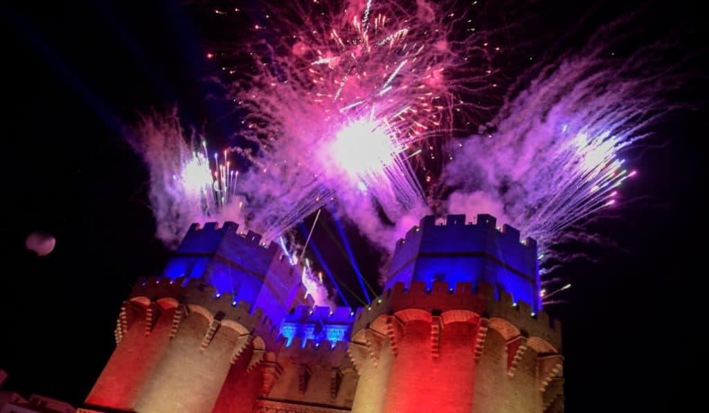 Los pirotécnicos proponen disparar un gran castillo desde varios puntos de la ciudad