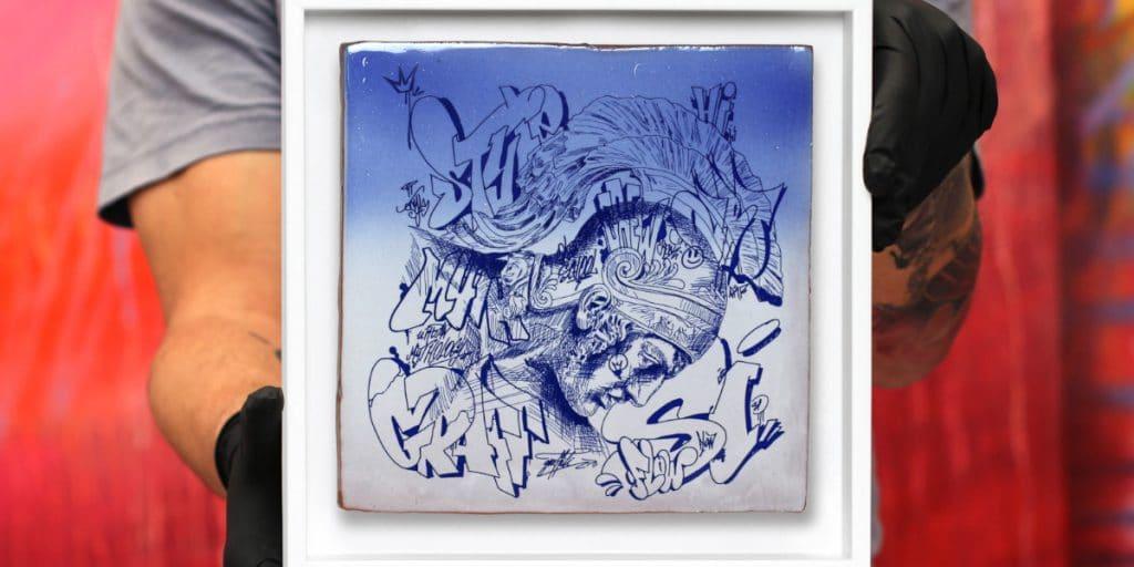 Los artistas valencianos PichiAvo crean un azulejo de Manises que se venderá en Internet