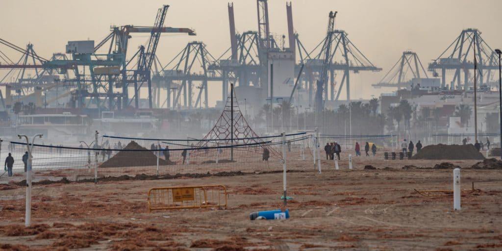 Las playas del sur de Valencia cada vez tienen menos arena