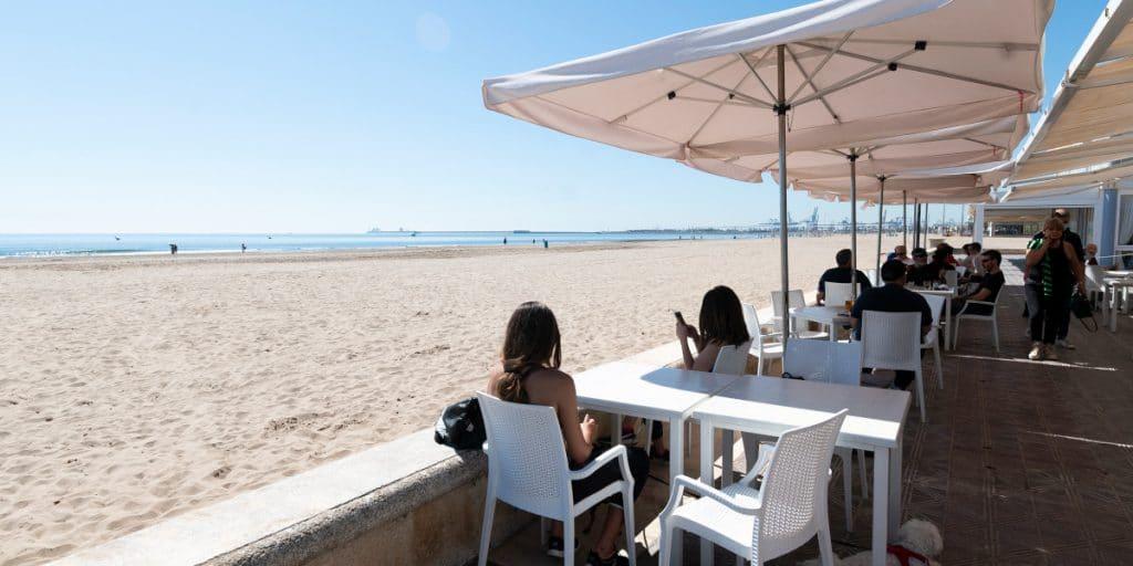 La Comunitat Valenciana amplía el horario de hostelería y comercios hasta las 10 de la noche