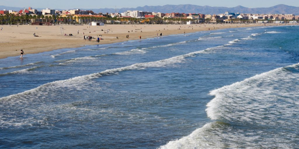 Se podrá nadar todo el año en la playa de la Malvarrosa