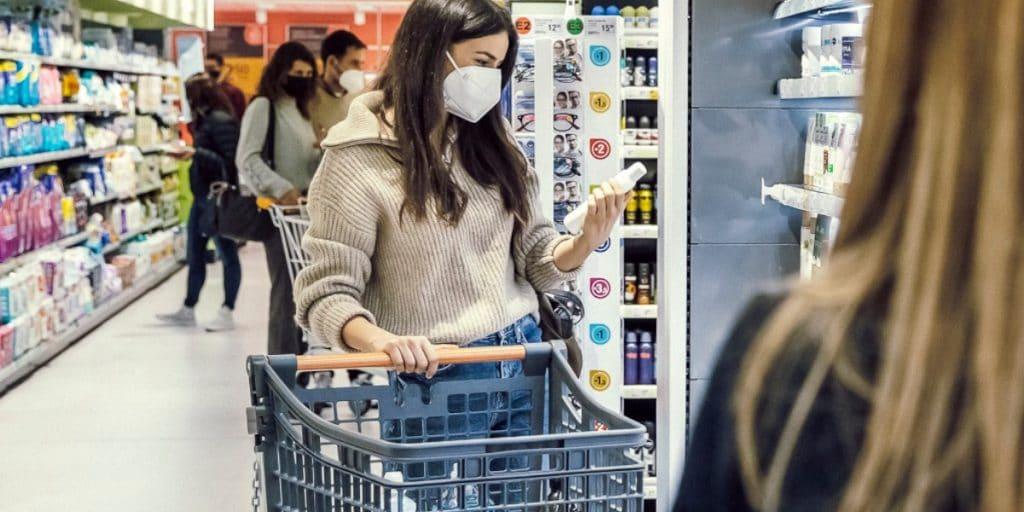 Consum cambia sus carros y cestas de compra por unos anticovid