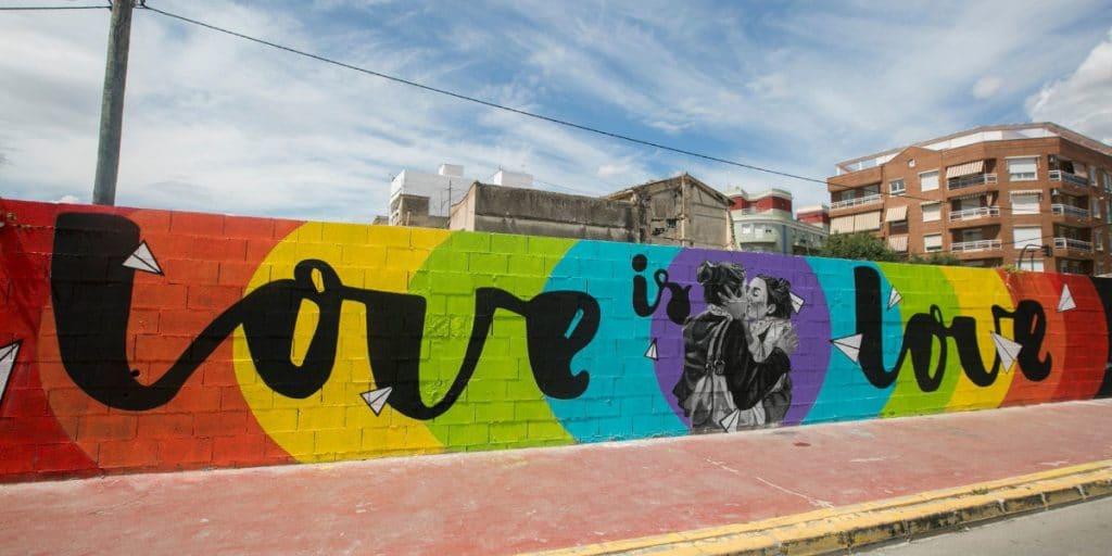 El mural 'Love is Love', un símbolo de resistencia LGTBI+ en Valencia