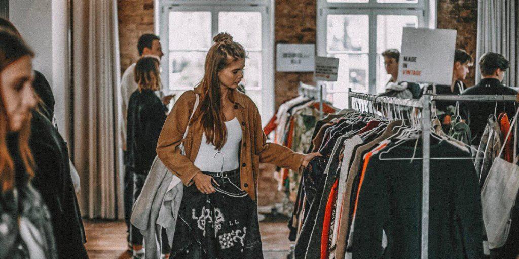 Llega a Valencia el mercado de ropa vintage 'al kilo' más grande de Europa