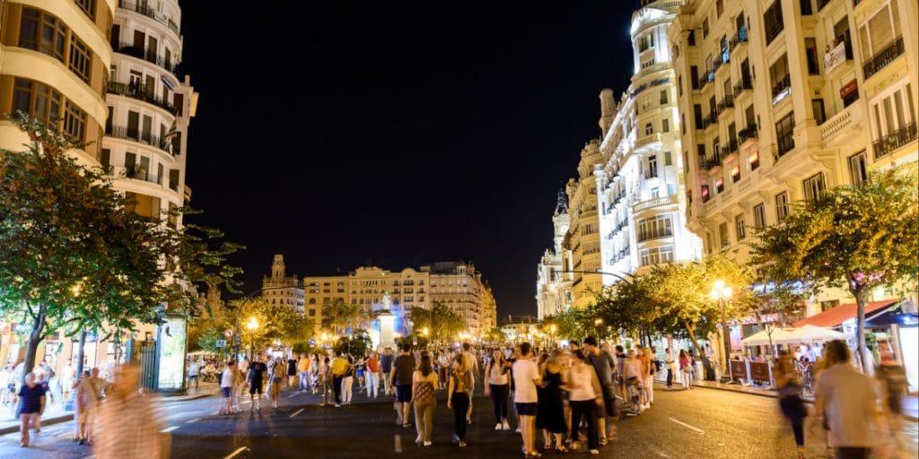 La Comunitat Valenciana da marcha atrás: cierra el ocio nocturno y reduce el horario en la hostelería