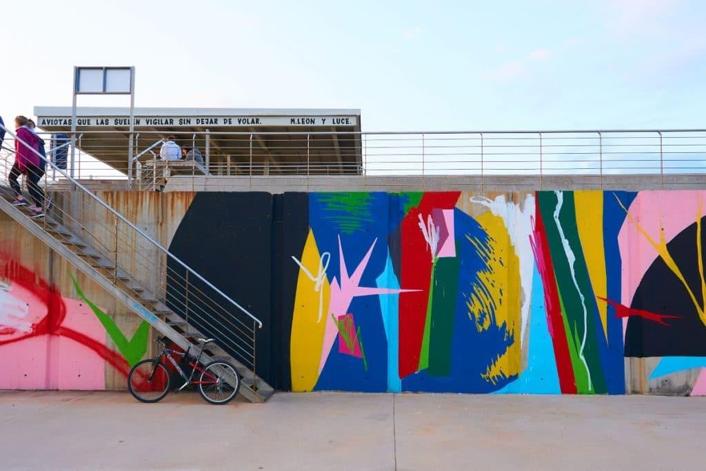 La historia detrás de los murales que recorren la Marina de Valencia