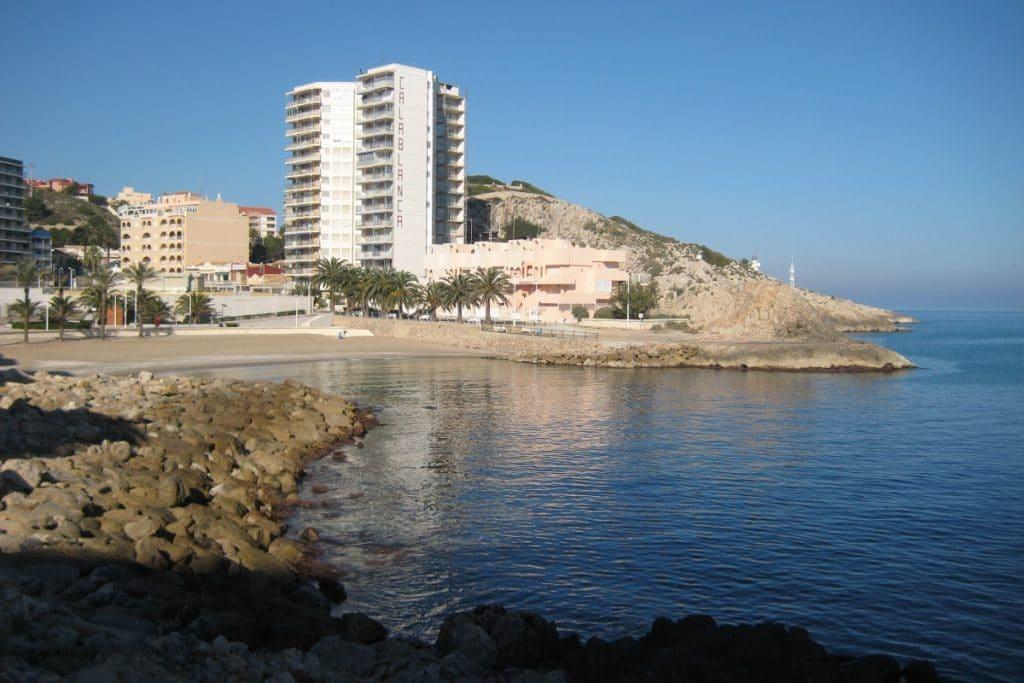 Cullera cierra la playa del Faro por la contaminación de sus aguas