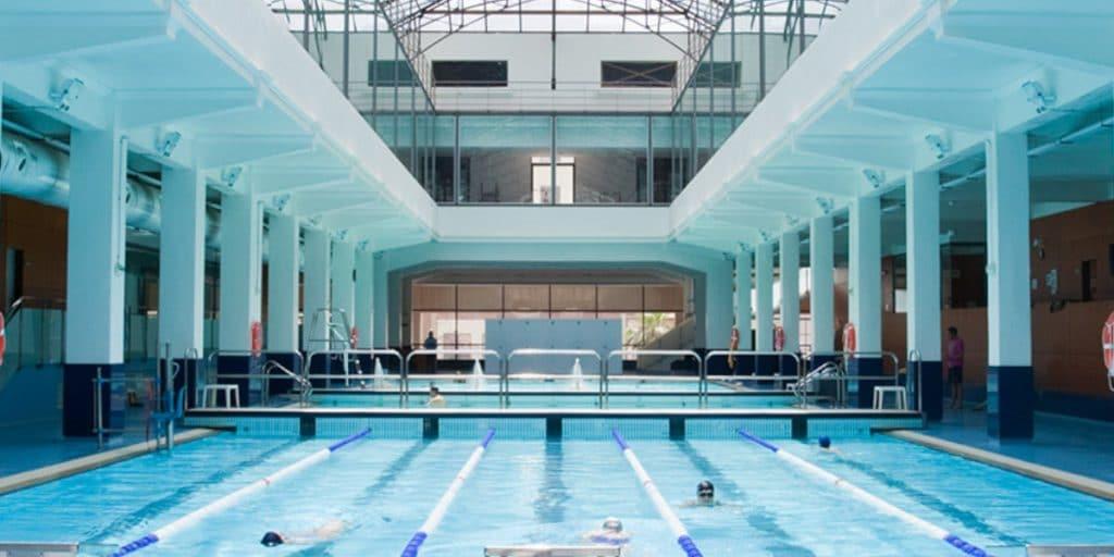Abastos: el antiguo mercado de Valencia que esconde una piscina olímpica en su interior