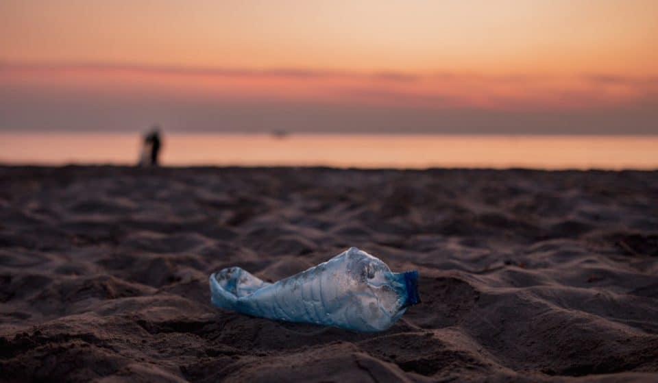 Organizan una recogida de plásticos en la Malvarrosa este domingo