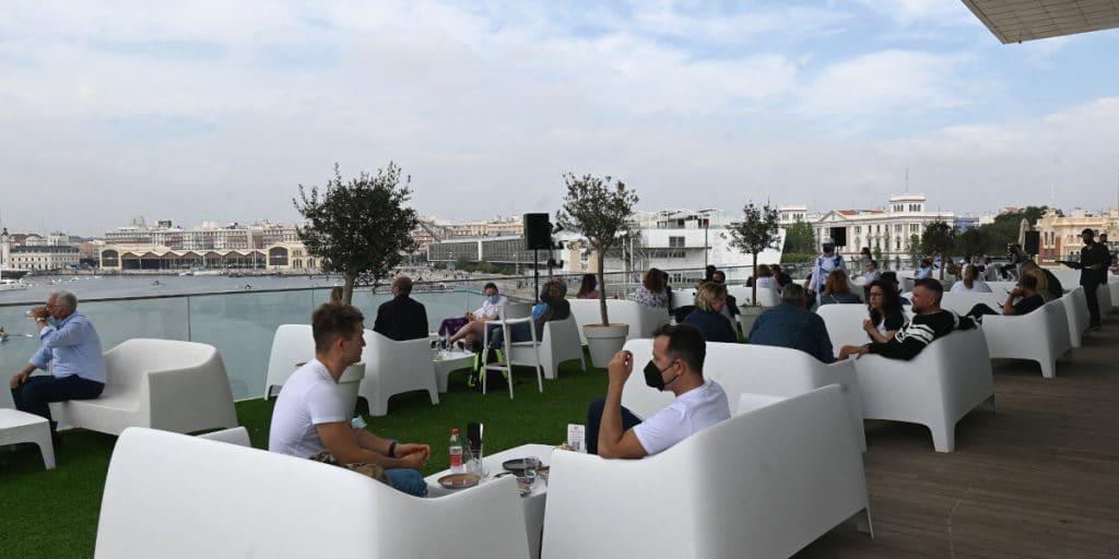 La Comunitat Valenciana amplía aforos en hostelería y el ocio nocturno podrá abrir hasta las 5 de la mañana