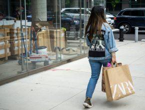 Las tiendas del grupo Inditex comienzan a cobrar por sus bolsas y sobres